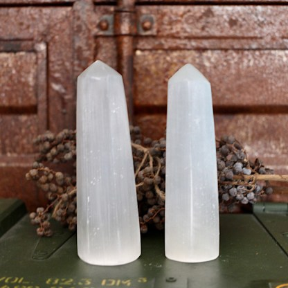 seleniet wit obelisk toren gepolijst mineralen