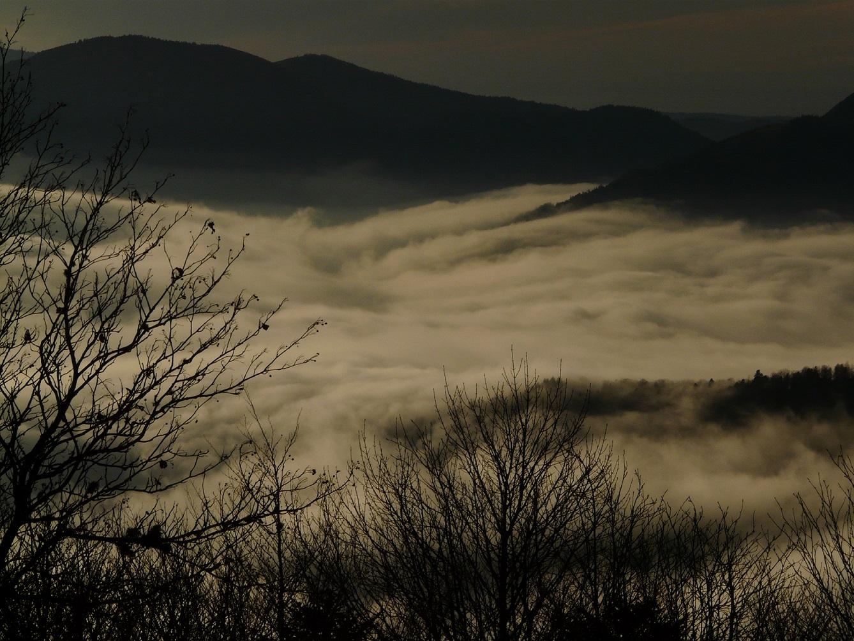 Quand le brouillard épouse les formes des vallées