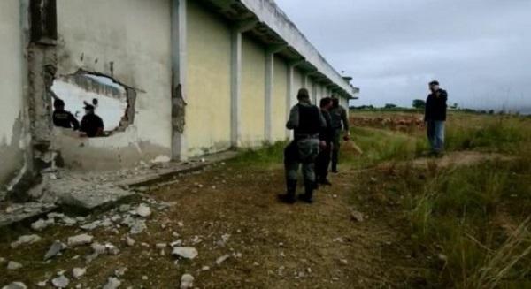 Criminosos explodem muro de penitenciária para resgatar detentos ...