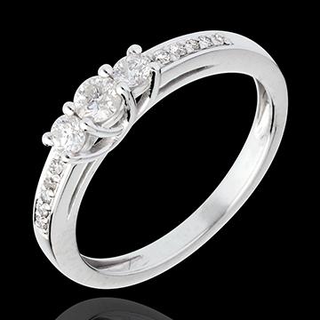 Hochzeitsbruche rund um Ehering Verlobungsring und
