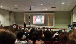 Un momento de la conferencia magistral de Janine Warner en la PUCMM. Foto gracias a @karentejada.