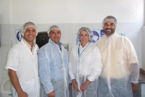 Justo antes de entrar a la planta De izquierda a derecha: Juan Betances, Wilson Feliz, Maria Isabel Pellerano y Edgar Argüello (¡yo!)