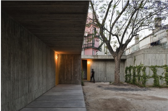 Portugal. Dos casas. Foto de ce.eaum.jpg