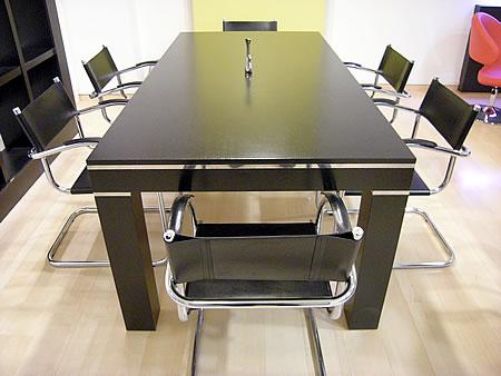 Amoblamiento de oficina a medida mesa de directorio en