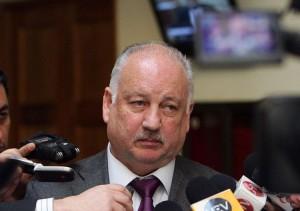 """Diputado Teiller acusa """"maliciosa pregunta anticomunista en encuesta CERC"""""""