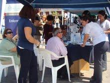 Informan a comunidad sobre programas y prestaciones en primera feria de Salud