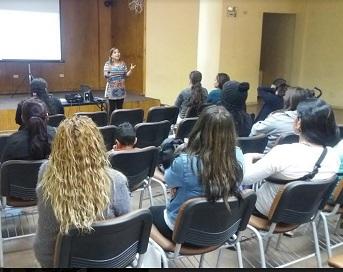 Programa Mujeres Jefas de Hogar de Sernameg, en diálogo con iquiqueñas, para abordar temas de género