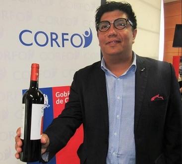 Sommelier realiza capacitación a chef de restaurantes regionales a través de programa de Corfo.