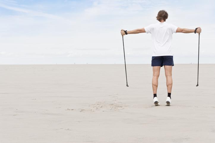 5 errores de principiante al caminar con bastones