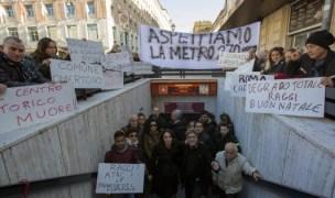 Metro A Barberini: protesta di residenti ed esercenti per la prolungata chiusura della Stazione