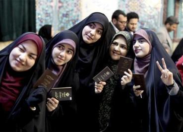 Iran: donne in fila al seggio per le elezioni politiche del 26.2.2020
