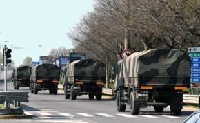 Covid-19 I camion militari trasportano le salme fuori da Bergamo