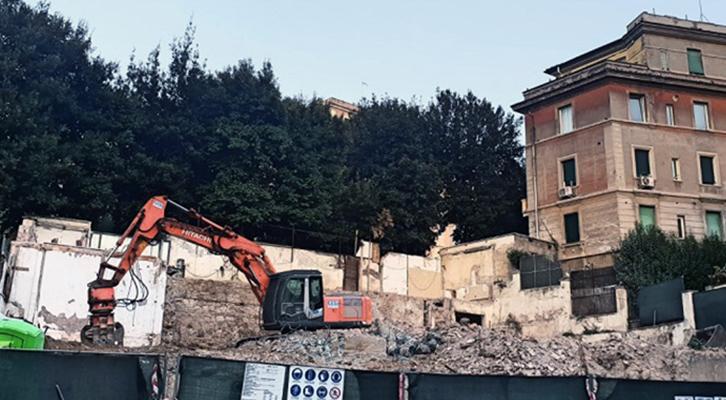 Medaglie d'Oro. Demolito l'edificio della ex clinica San Giorgio