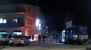 Migranti in rivolta ad Agrigento: incedi, scontri e feriti