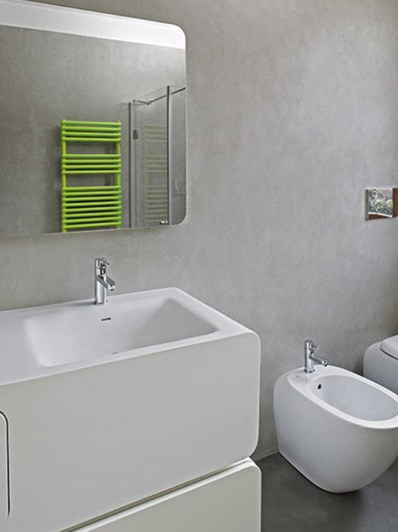 Bagno moderno senza piastrelle