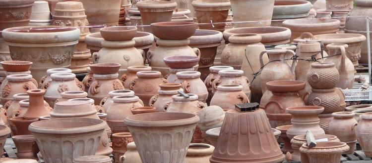 Altri materiali utilizzati possono essere l'oro o altre leghe metalliche. Le Differenze Tra Ceramica E Terracotta Ceramiche Edilux