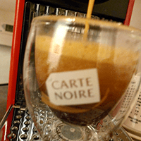 Making an espresso with Carte Noire capsules.