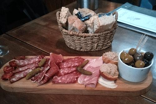 Charcuterie planchette and bread at Le Di-Vin, Edbinrguh.
