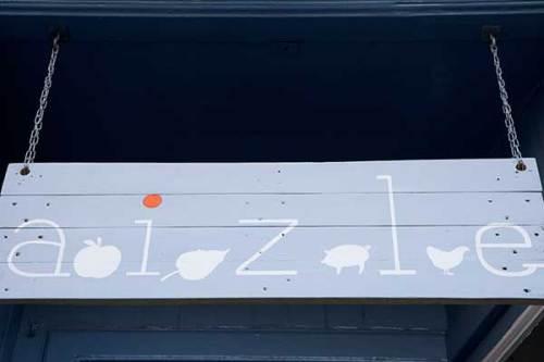 Aizle sign