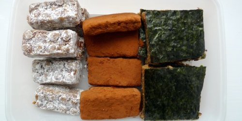 Three flavours of date snack: licorice, cocoa and matcha, chipotl and seaweed.
