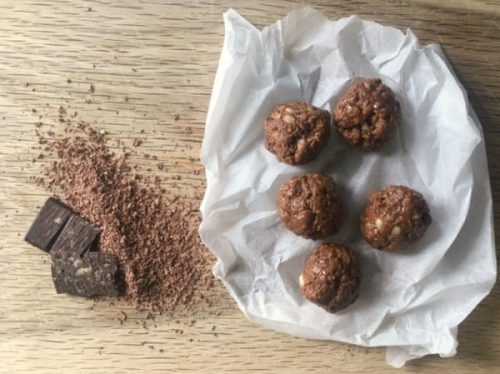 Dark chocolate energy balls - full of peanut, date and chocolate goodness.