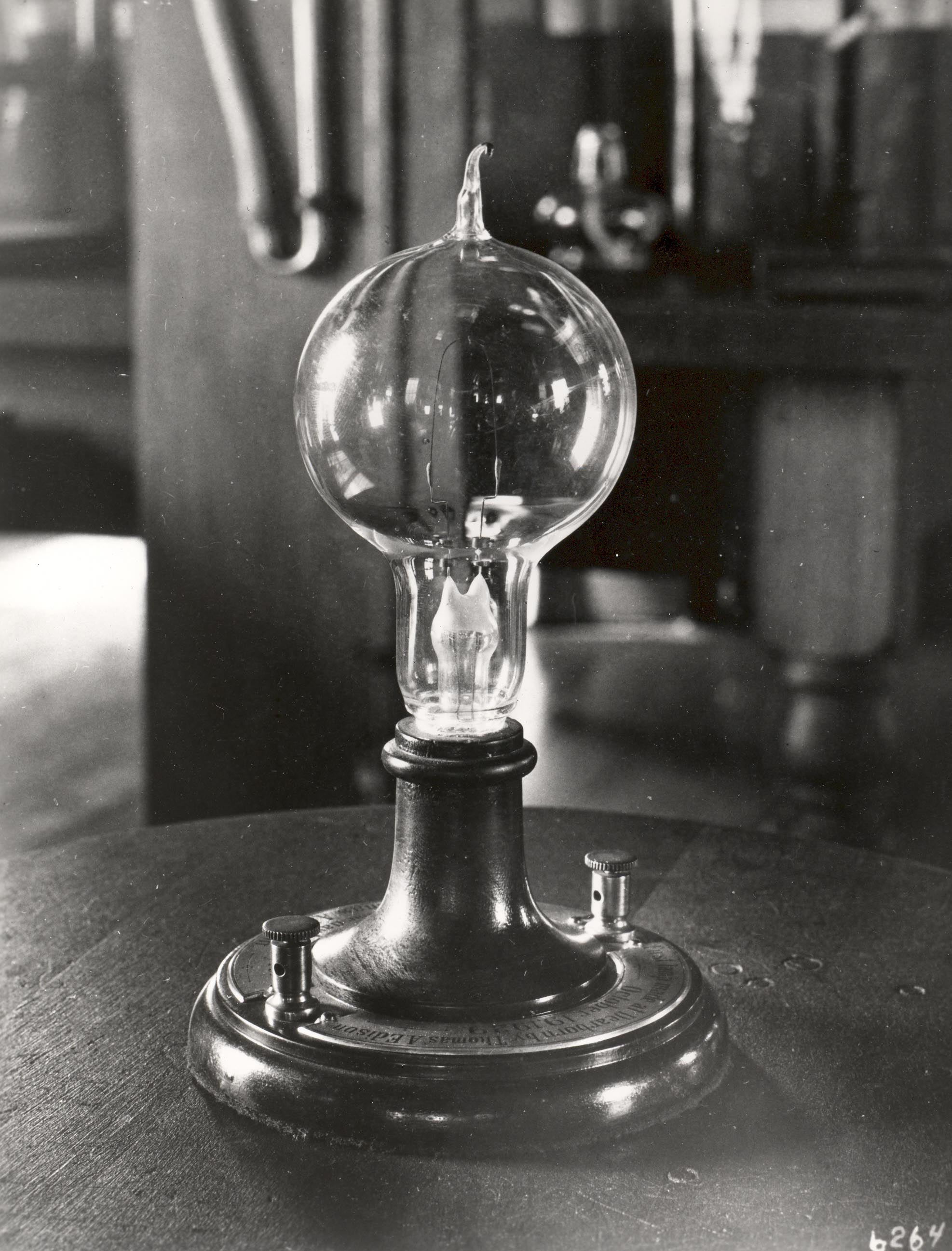 Thomas Edisons Light Bulb