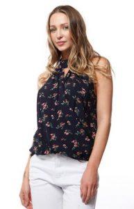 8e0ac67d4896 Για την άνοιξη και καλοκαίρι 2018 η ποικιλία σε μπλούζες και σχέδια είναι  πολύ μεγάλη. Floral