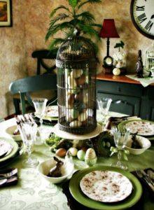 λαχανί τραπέζι με πασχαλινά αυγά