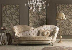 μικρός χρυσός καναπές