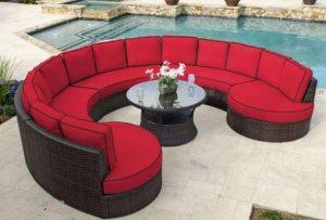 διακόσμηση αυλής κόκκινος καναπές