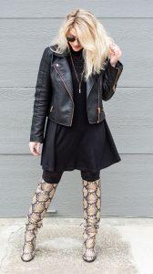 outfit δερμάτινο μπουφάν μπότες φιδιού