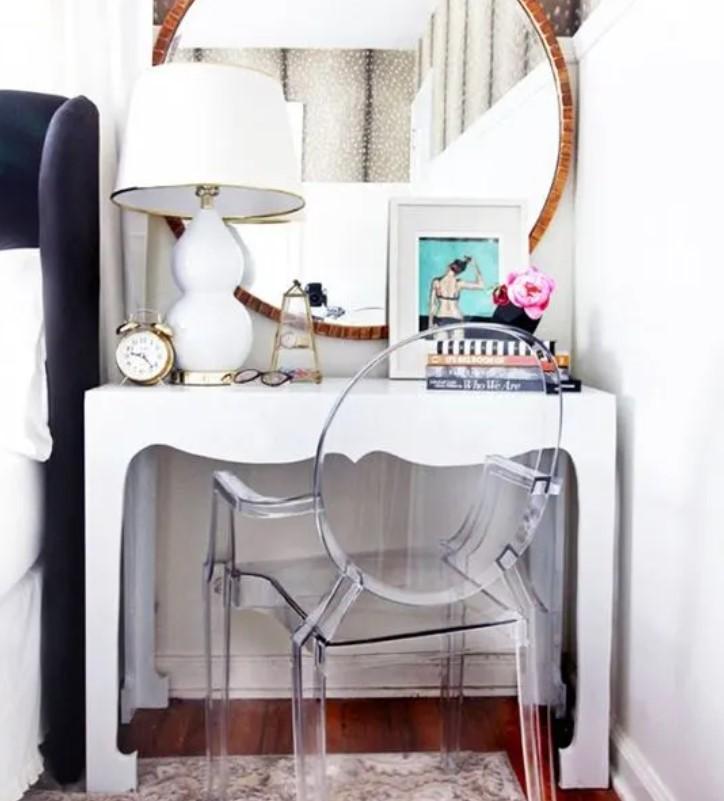 διαφανής καρέκλα