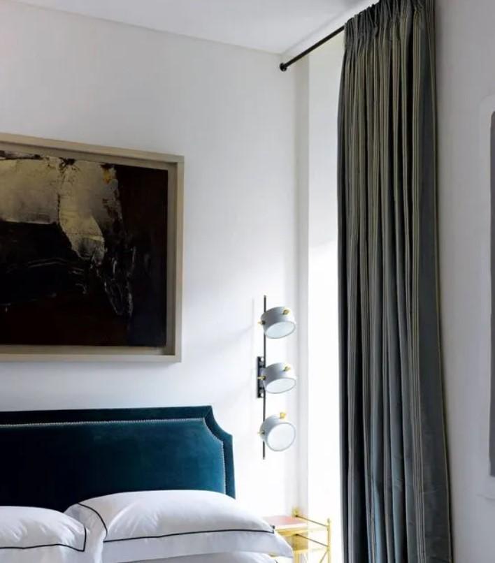 ψηλές κουρτίνες σε υπνοδωμάτιο μικρό