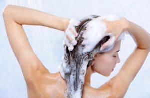συχνό λούσιμο μαλλιών λιπαρότητα