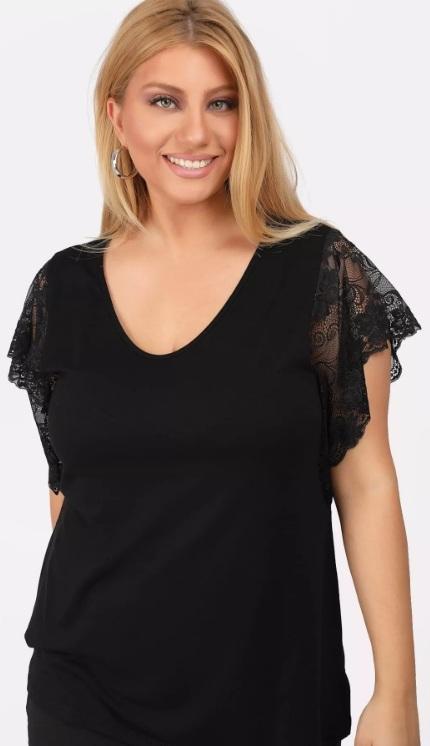 μαύρη κοντομάνικη μπλούζα δαντέλα στο μανίκι