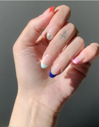 πολύχρωμα γαλλικά νύχια