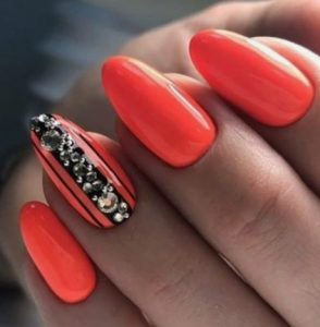 μαύρο με κοραλί χρώμα νύχια καλοκαίρι