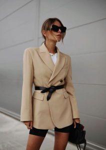 στιλάτο ντύσιμο με σακάκι και ζώνη
