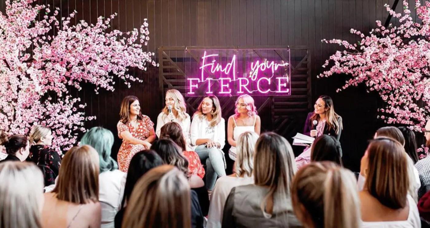 event με γυναίκες