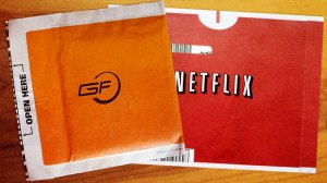 gamefly-vs-netflix-sleeves