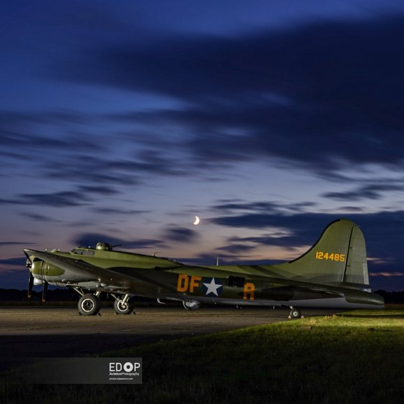 A small night shoot before the Abingdon show tomorrow- thanks to the chaps @threshold.aero for organising Sally B and the moon ?