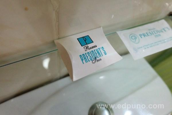 Roxas President's Inn toilet