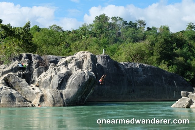 rock formation river philippines