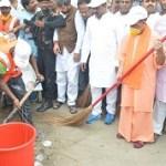 CM launches cleanliness campaign under 'Clean Uttar Pradesh, Healthy Uttar Pradesh' in Gorakhpur
