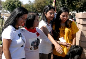 Dolores Huerta (segunda desde la izquierda) con sus hijas Camila, María Elena y Juana. (Foto: Eduardo Stanley)