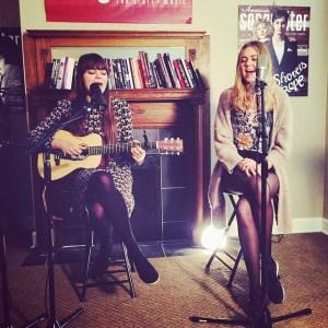 Las chicas de First Aid Kit durante una sesión para American Songwriter Magazine, en Nashville, 2014. (Cortesía https://www.facebook.com/firstaidkitofficial)