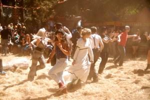 Levantando polvo a puro baile! Uno de los escenarios informales en Putside Lands 2014. (Foto: Eduardo Stanley)