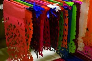 Decoración de papel picado, trabajo de Salvador ramos. (Foto: Eduardo Stanley)