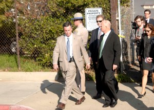 El gobernador Jerry Brown, al concluir la ceremonia inaugural del Tren Rápido en Fresno (Foto: Eduardo Stanley)