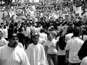 Miles de inmigrantes marchando por las calles de Los Angeles en favor de una reforma migratoria. Los Angeles, Marzo 2006 (Foto: Eduardo Stanley)